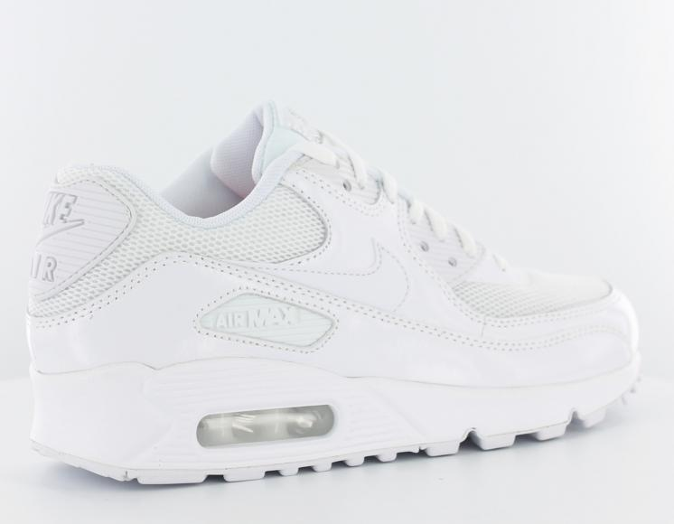 nike requin femme blanche